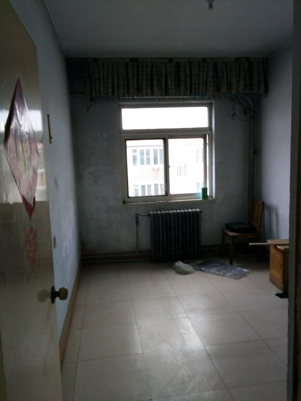 十三局宿舍南区 3室2厅  简装 55万