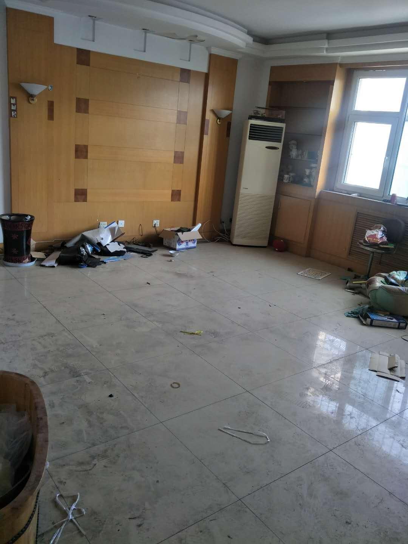 长青小区 4室2厅 双证齐全 简装 160万