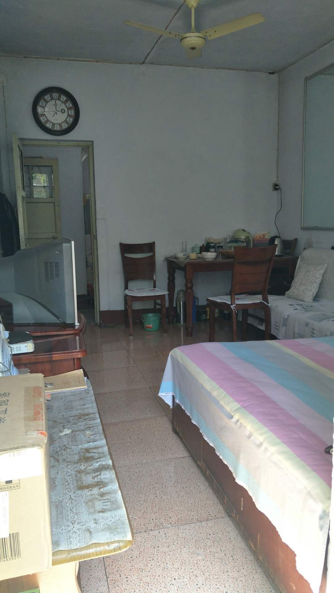 十三局二百亩宿舍 2室2厅  简装 42万