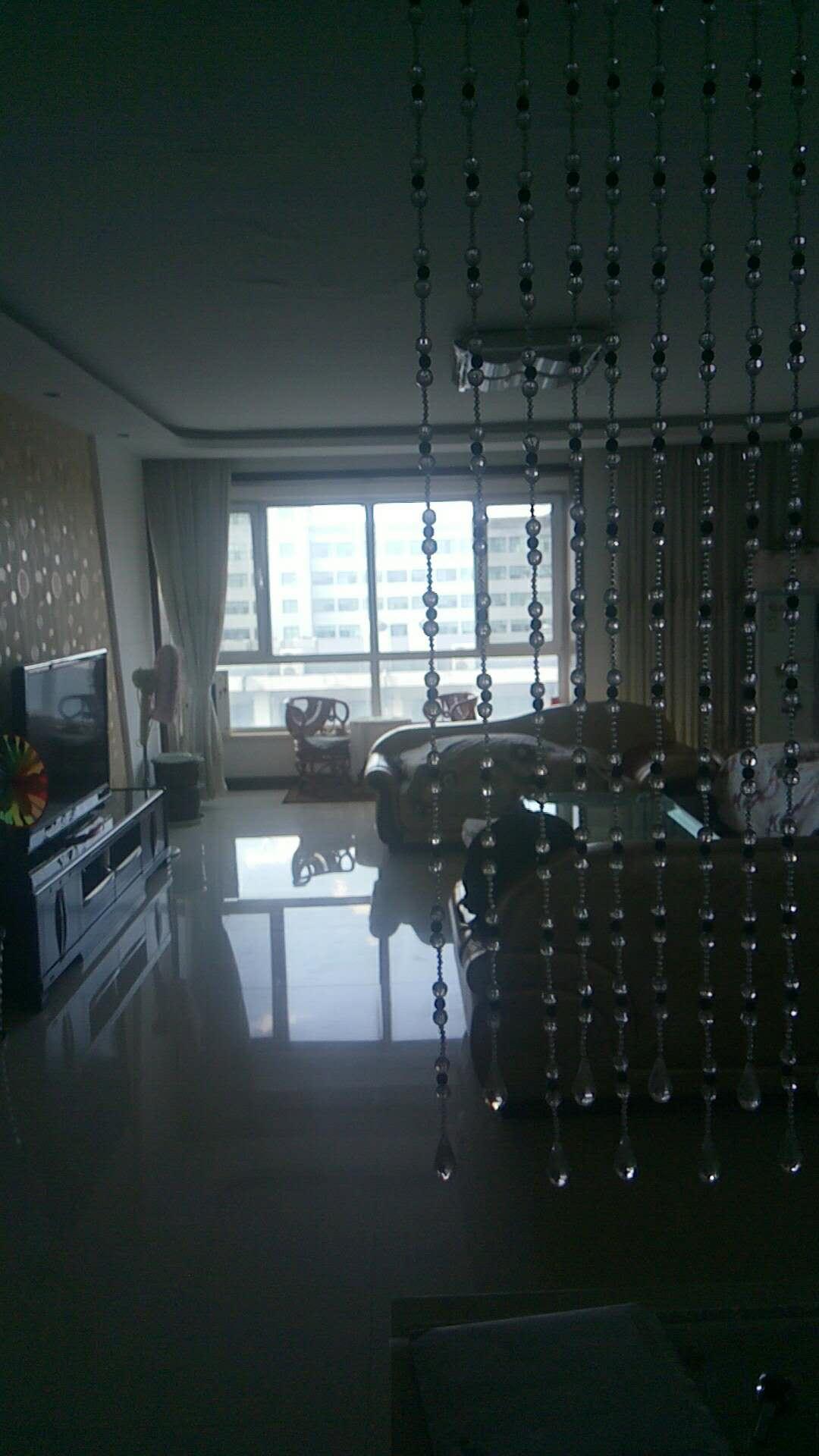 新湖春天 4室2厅  简装 205万