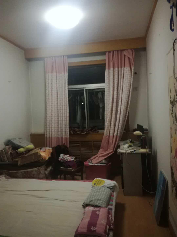 青龙潭小区 3室2厅 双证齐全过五年 简装 122万