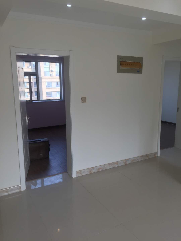 贵康家园 3室2厅 过五年 精装 85万
