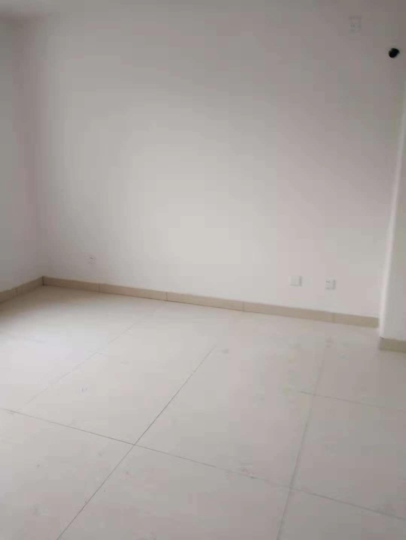 领秀天衢 3室2厅 双证齐全过五年 简装 153万