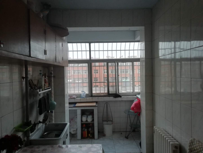 刨花板厂宿舍 2室2厅 过五年 简装 70.5万
